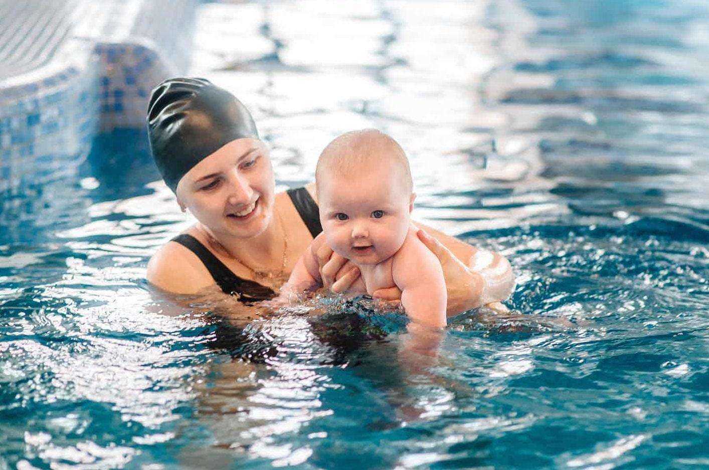 плавать вместе с грудничком