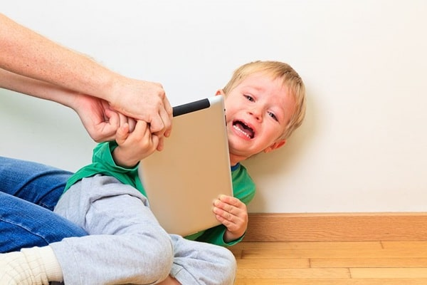 привязанность ребенка к гаджетам